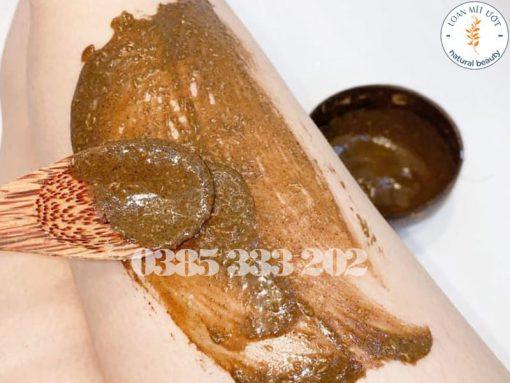 Hình ảnh sử dụng hỗn hợp cà phê dừa non trên da